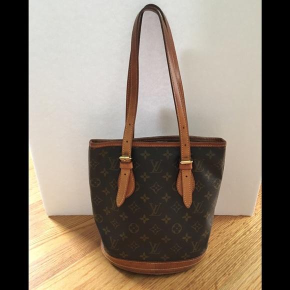 3375806e1b2f Louis Vuitton Handbags - 💯 Authentic LOUIS VUITTON PETIT BUCKET BAG